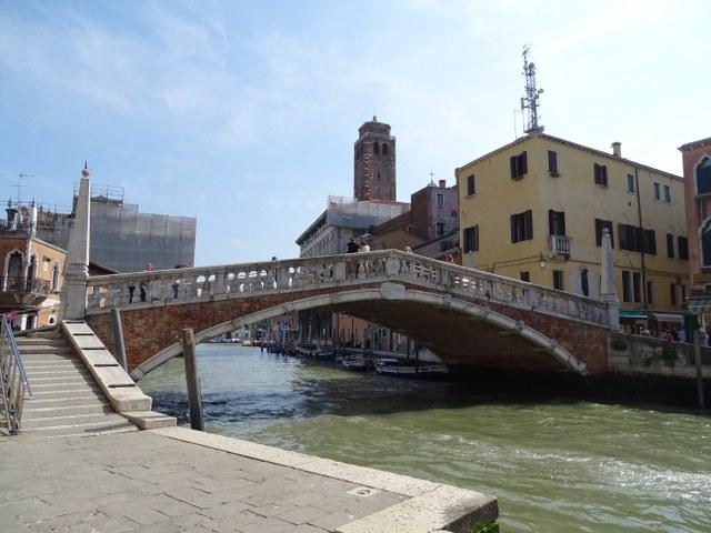 ponte delle guglie de la aguja en Venecia