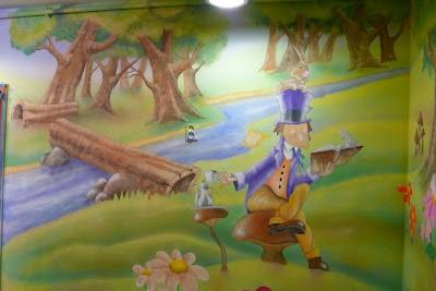 Obraz w dziecięcym pokoju namalowany na ścianie, malowanie pokoi dziecięcych