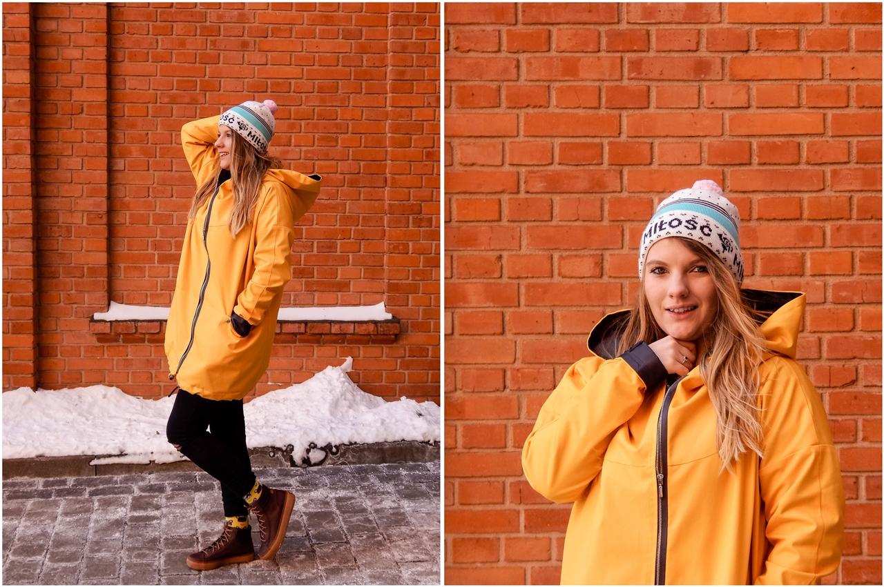 4 agagu żółta szeroka kurtka płaszcz z kapturem polskie marki czapka miłość pan tu nie stał łódź moda blogerka keds kolorowe skarpetki