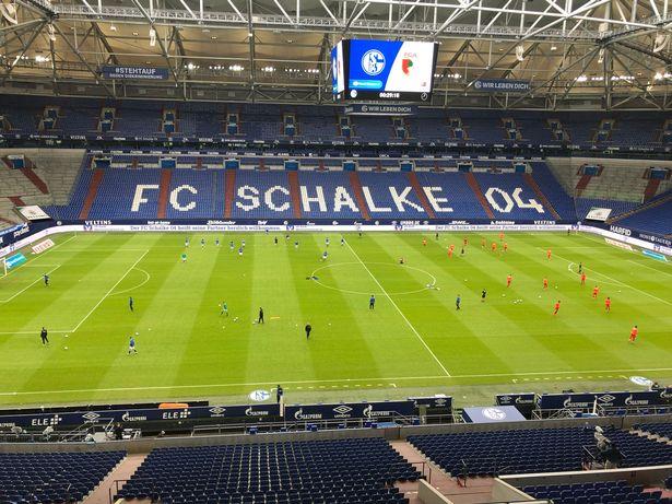 Bundesliga đồng ý để CĐV trở lại SVĐ
