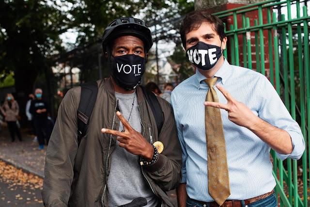 Dva demokratičtí kandidáti během newyorských prezidentských voleb