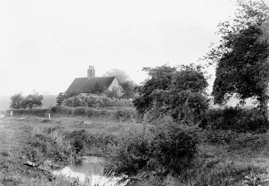 Photograph of old cottage at the south end of Warren Gate 1900s Image from G. Knott and part of the Peter Miller Collection