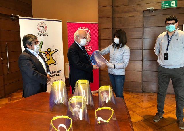 Entrega de protectores faciales en la Municipalidad de Osorno