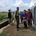 Heboh Pria Gangguan Jiwa Panjat Tower BTS di Kalimanah