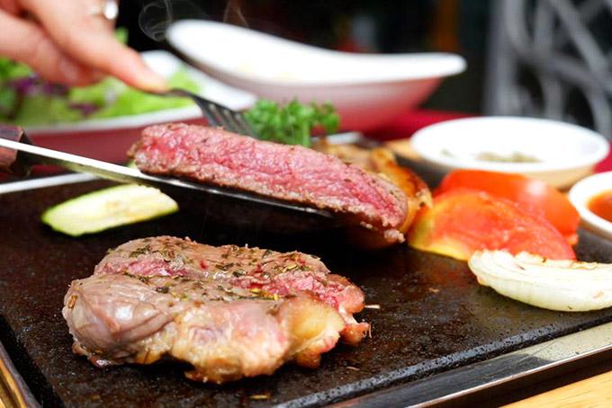 Kết quả hình ảnh cho vang chile và đồ ăn bít tết