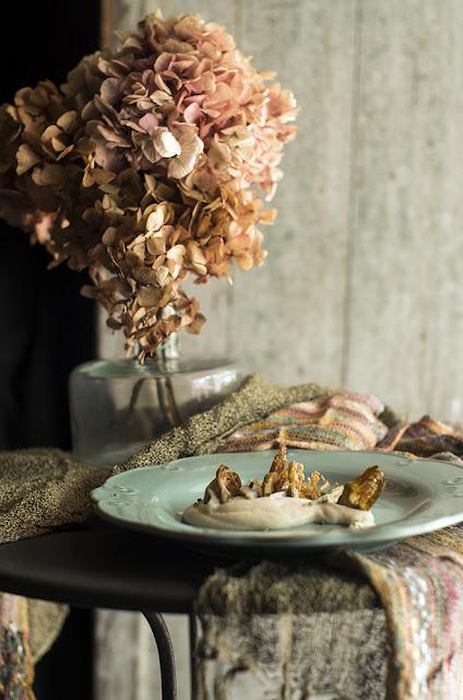 Texturas de alcachofas sobre pil-pil de coliflor - Las recetas de Manu