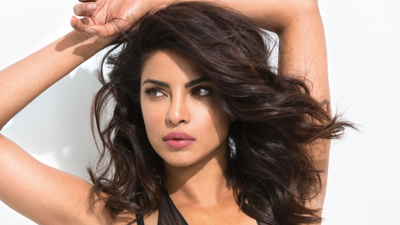 Priyanka Chopra Hot Face HD Wallpaper