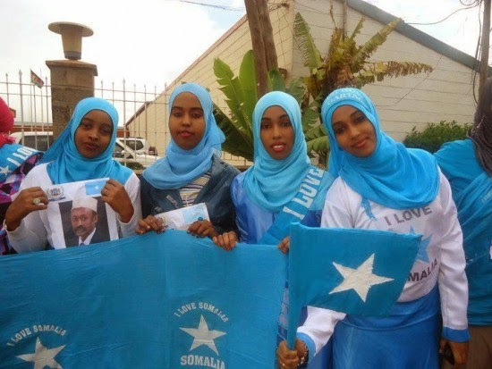 Gabdho Badan Somali Ah Oo Calanka Sawir Ku Galay