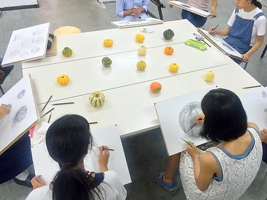 横浜美術学院の中学生教室 美術クラブ 紙ねんど立体「ハロウィーンかぼちゃの模刻」2