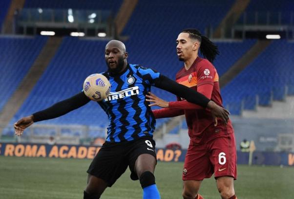 Gol e spettacolo all'Olimpico, pari tra Roma e Inter