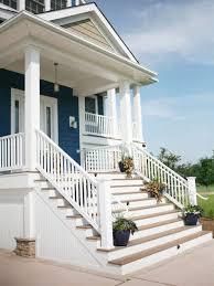 Desain Tangga Depan Rumah Putih