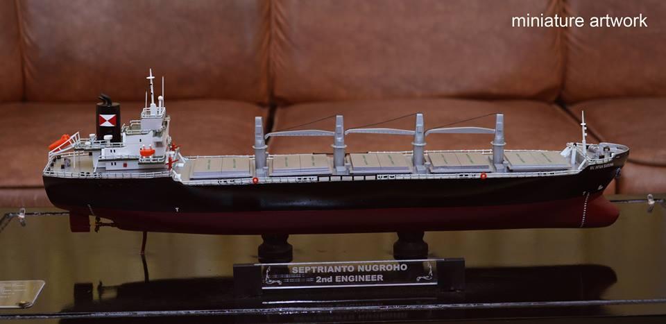 souvenir maket miniatur kapal general cargo bulk carrier mv intan baruna harga terjangkau semarang samarinda