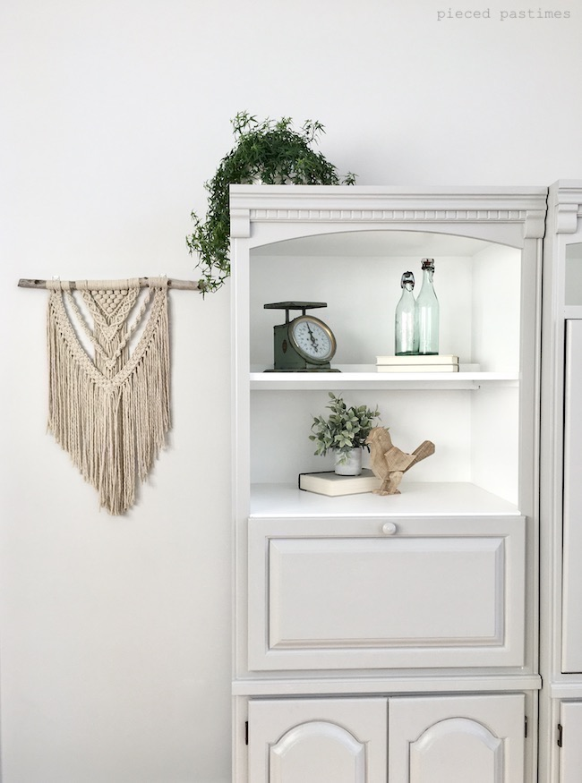 Minimalist Spring Decor in the Living Room at Pieced Pastimes