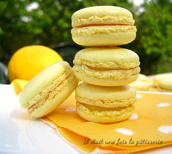 Macarons au citron avec meringue italienne et lemon curd