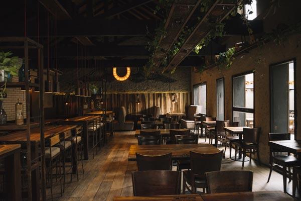 Berliner Gericht setzt Ausgangssperre für Bar und Restaurant aus
