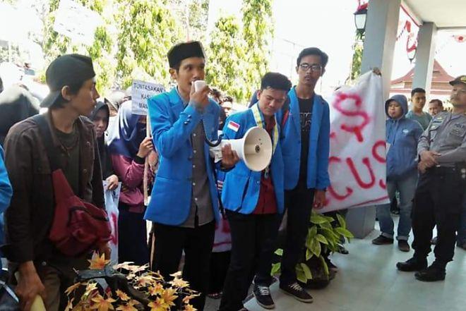 Gelar Aksi Di Polres Bone, Mahasiswa Minta Kasat Reskrim Dicopot
