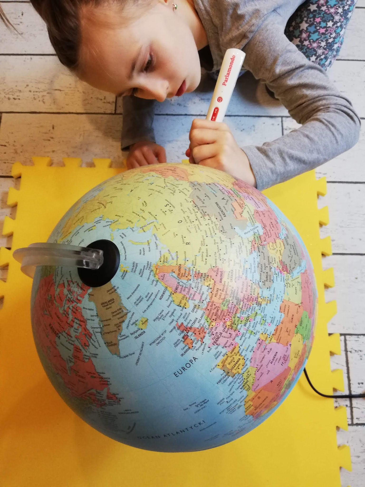 Gadający globus