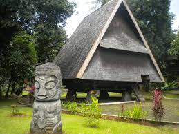 Keunikan-RUMAH-ADAT-Sulawesi-tengah-rumah-souraja