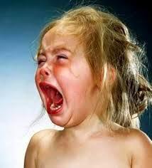 bayi perempuan menangis