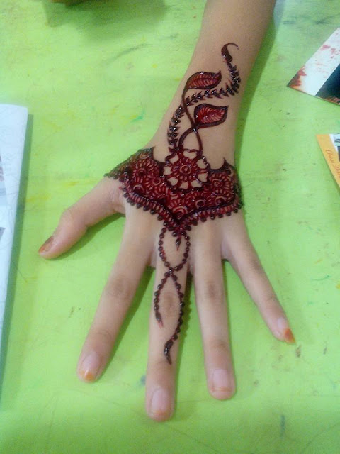 Colored Henna Tattoo: Latest Mehandi Design Pictures