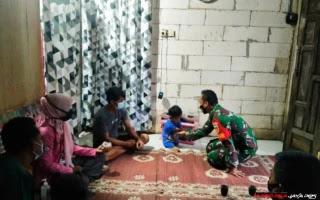 Dandim 0719/Jepara Santuni Balita Difable di Desa Kunir Jepara