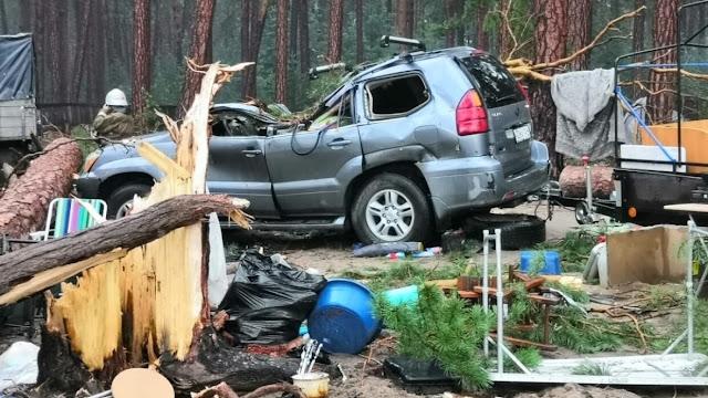 Мощный ураган разрушил туристический лагерь в Красноярском крае
