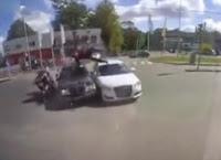 İki Araba Kazasında Mucize Kurtuluş Böyle Görüntülendi