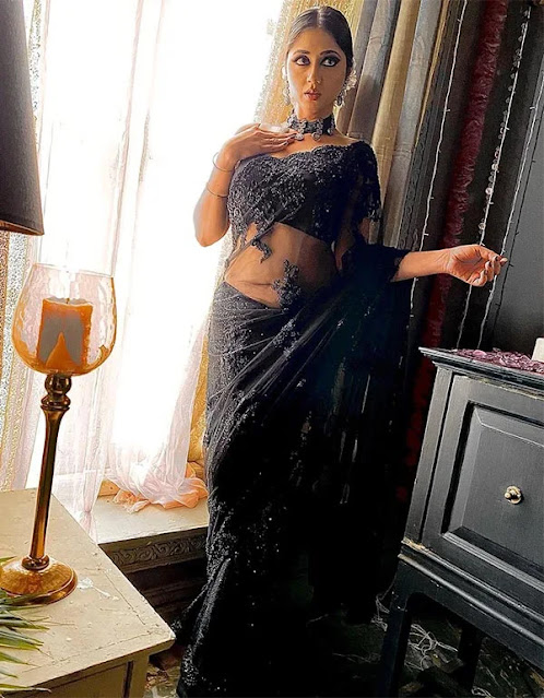 Reema Worah in sheer black saree looks stunning photos Navel Queens