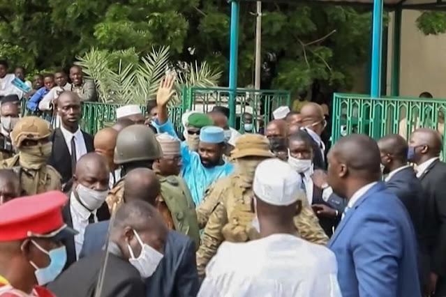 Presiden Mali Ditusuk Pria Bersenjata Tajam Saat Salat Id