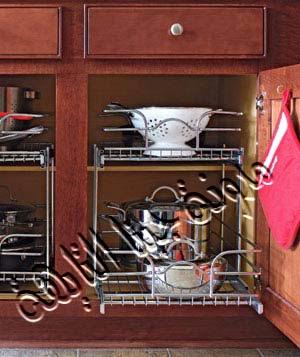 إضافة رفوف منزلقة من الإستانليس داخل قطعة المطبخ لسهولة الحصول على ماتريديه وسهولة إرجاعه داخل قطعة المطبخ بدون إهدار مساحة كبيرة