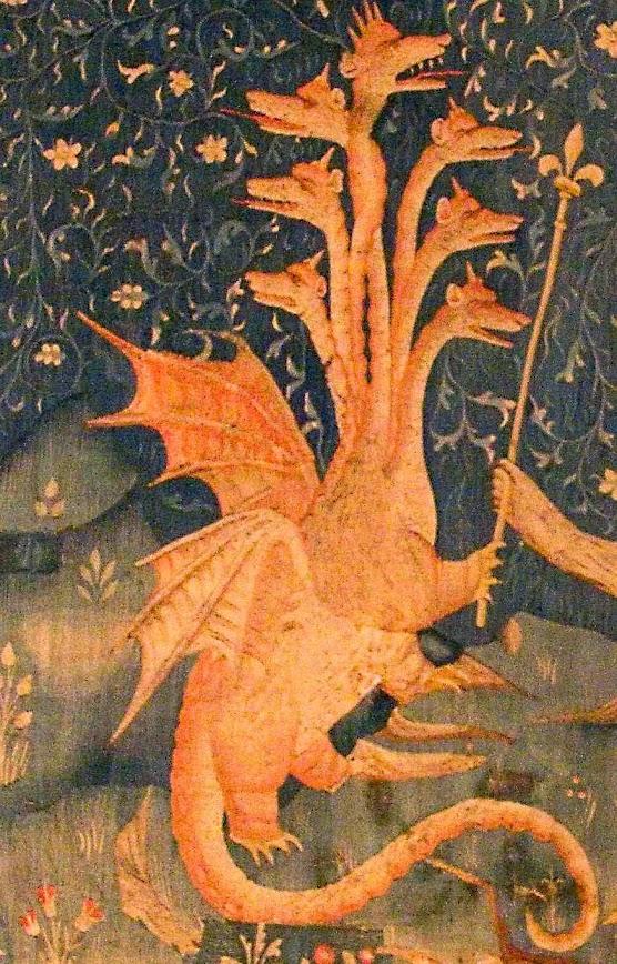 A besta do mar, figura do falso-profeta que se apossa do Papado e vira antipapa. Tapeçaria do Apocalipse, Angers, detalhe