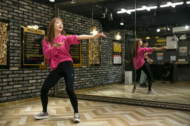 k-pop-korea-selatan-membawa-3-pembelot-cantik-dari-korea-utara