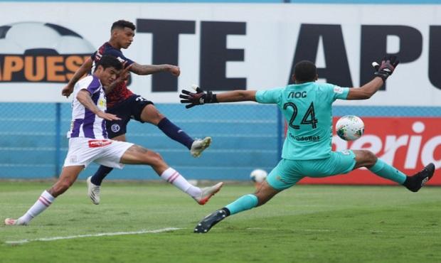 Alianza Lima más cerca del descenso al perder 2-1 con Municipal en el Gallardo