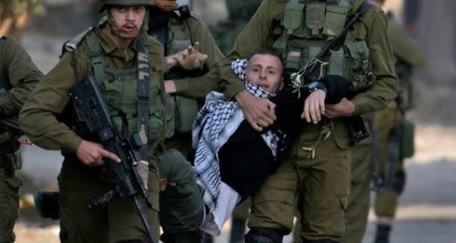 الاحتلال يعتقل مواطنين بالخليل