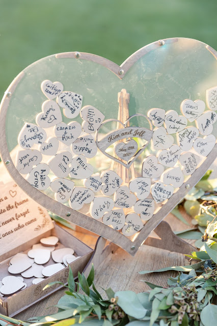 wedding sign in table with hearts