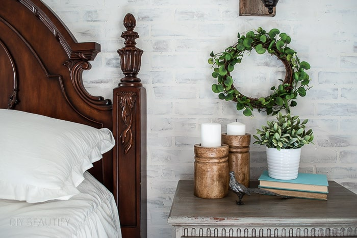 easy DIY wreath on white brick wall