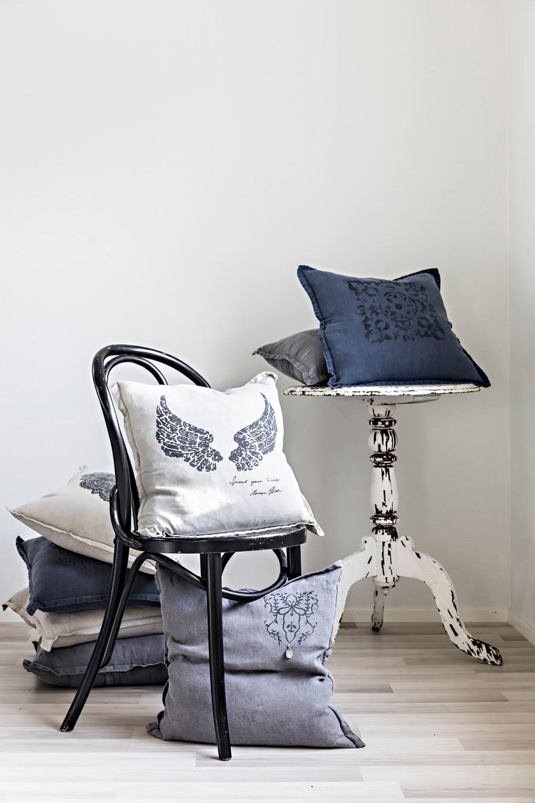 Pellava, pellavatyyny, linen, kodin tekstiili, sisustustyyny, tyyny, käsityö, käsin painettu, painotyö, kankaanpainanta, siivet, Frida Steiner