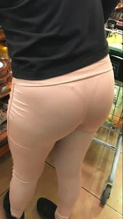 Mujeres lindas calzas tanga marcada