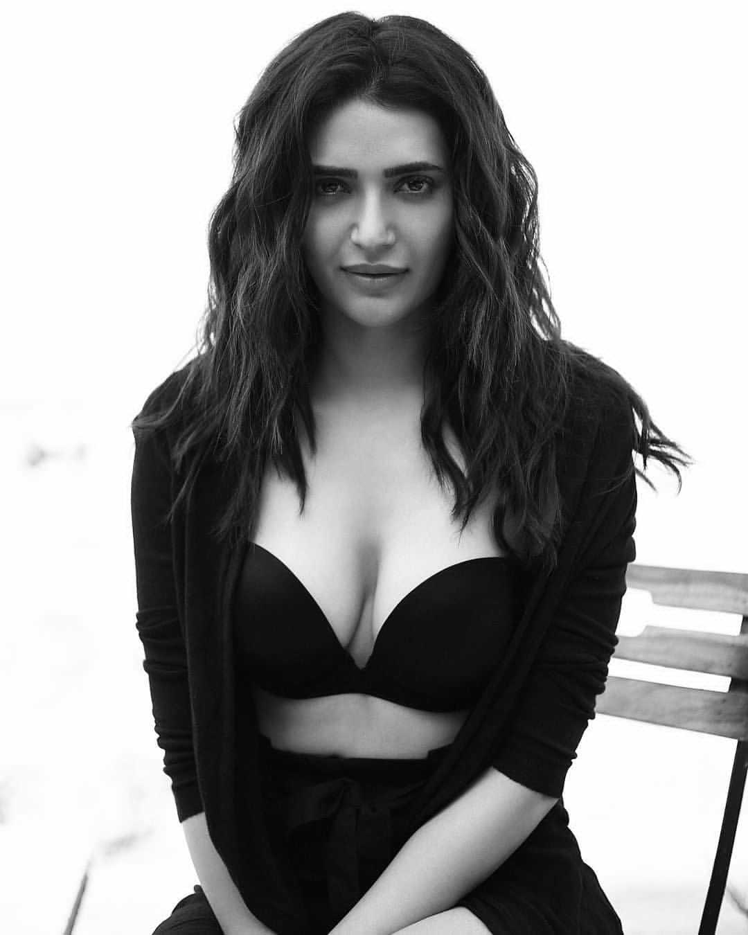 Karishma Tanna Hot, Karishma Tanna Sexy, Karishma Tanna Cleavage,