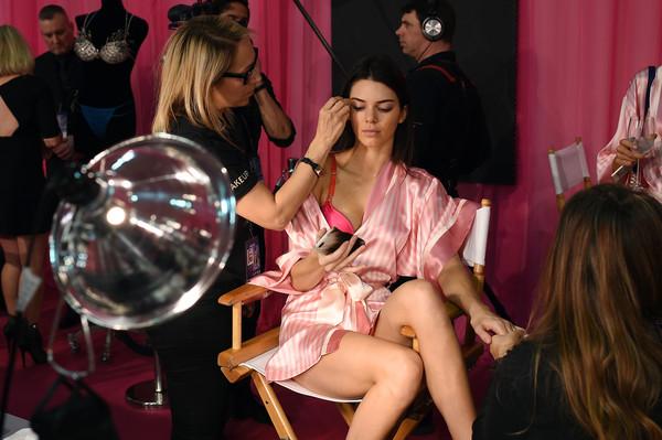 Hình ảnh nóng từ hậu trường Victoria's Secret Fashion Show