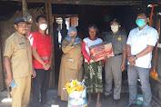 PMI Jember Bantu Nenek Giyem Korban Kebakaran Rumah
