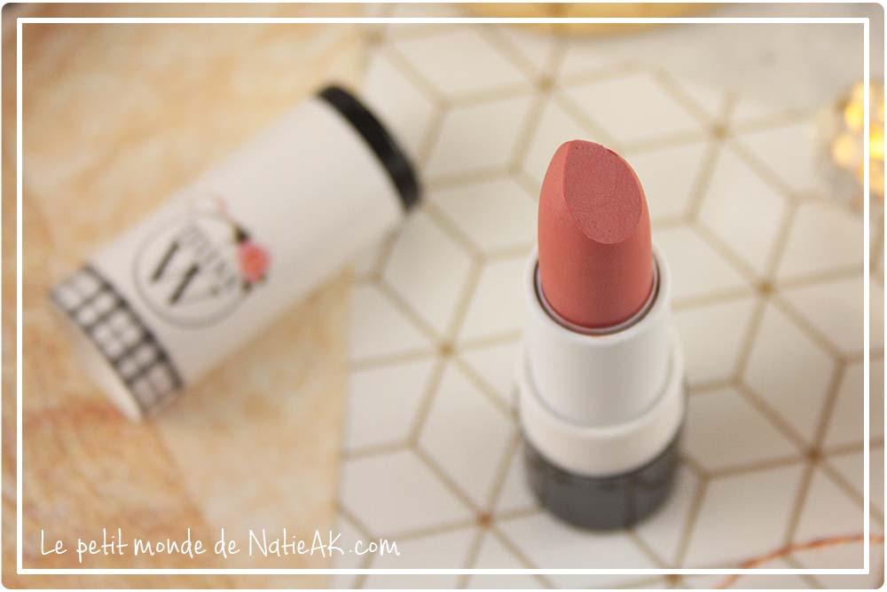 Rouge à lèvres nude rosée bio