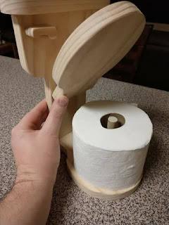 Idea de madera para colocar el papel higienico