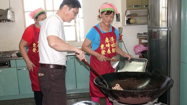 鹿港鎮長訪視東崎社區 自發性供餐4年不間斷