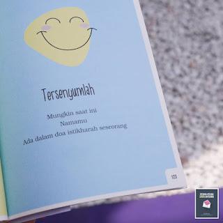 gambar motivasi islam tersenyumlah