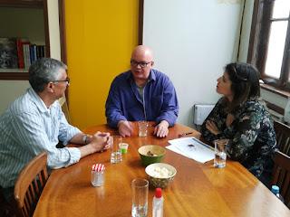 Secretário de Cultura Márcio de Paula com Carlos Belém e Luísa Marques: parceria para trazer núcleo da Escola de Música Villa-Lobos a Teresópolis