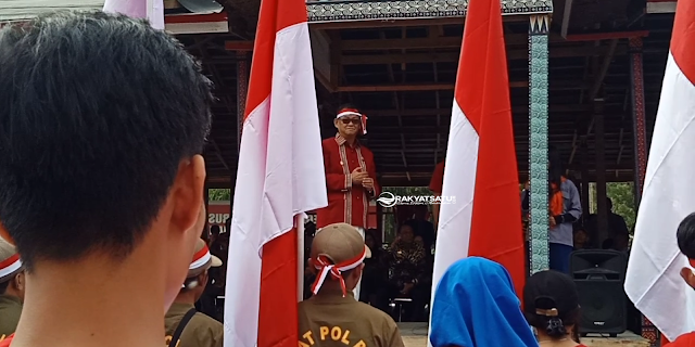 Bupati Lepas Peserta Kirab Bendera Raksasa Menuju Bonggakaradeng
