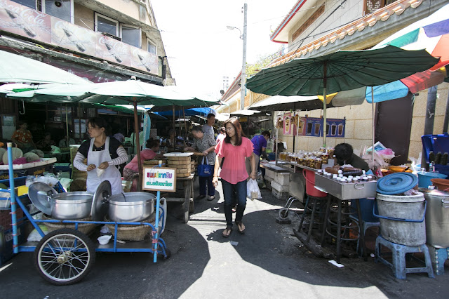 Mercato vicino al Tempio Wat Mangkok Kamalawat-Chinatown-Bangkok