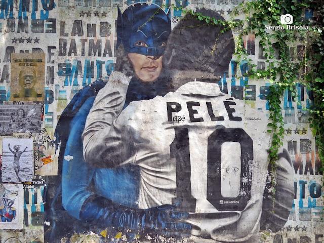 Close-up do Grafite Batman e Pelé Beijoqueiro - Beco do Batman - Vila das Bandeiras - São Paulo