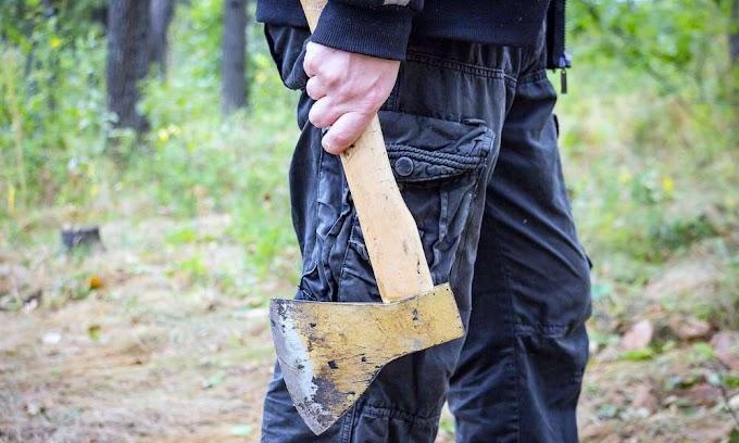 Vádat emeltek az egri rendőrség munkatársaira fejszével támadó férfi ellen